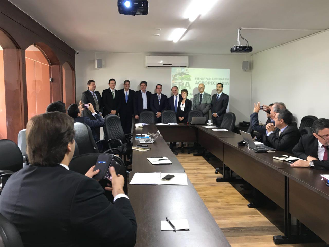 Renato Cunha, Presidente do SINDAÇÚCAR/PE, participando de reunião da frente parlamentar agropecuária, homenageando o relator do RENOVABIO na Câmara, Deputado João Fernando Coutinho, em Brasília, dia 10/abril/2018
