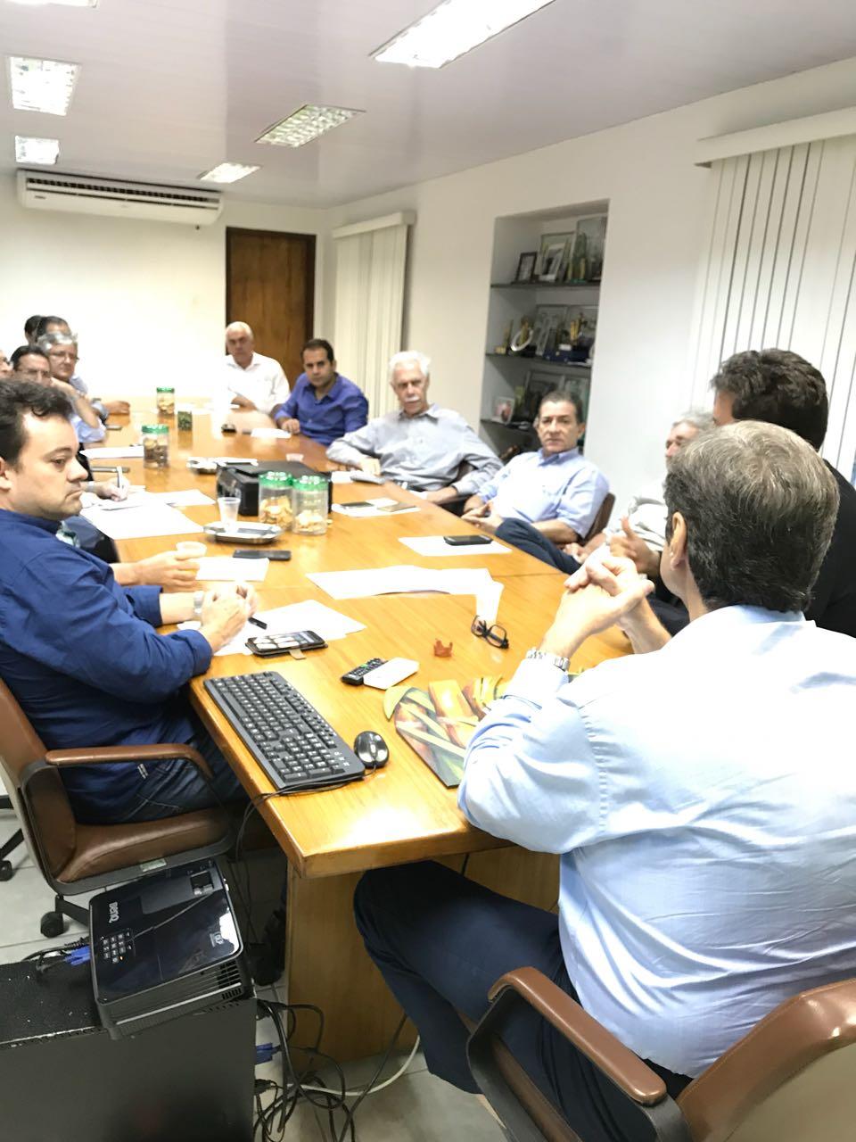 Reunião de Associadas na sede do SINDAÇÚCAR/PE, sob a presidência de Renato Cunha, com as presenças da RC Associados e Miguel Ivan Lacerda, Diretor de Biocombustíveis do Ministério de Minas e<br /> Energia sobre o Programa Renovabio, dia 13/novembro/2017