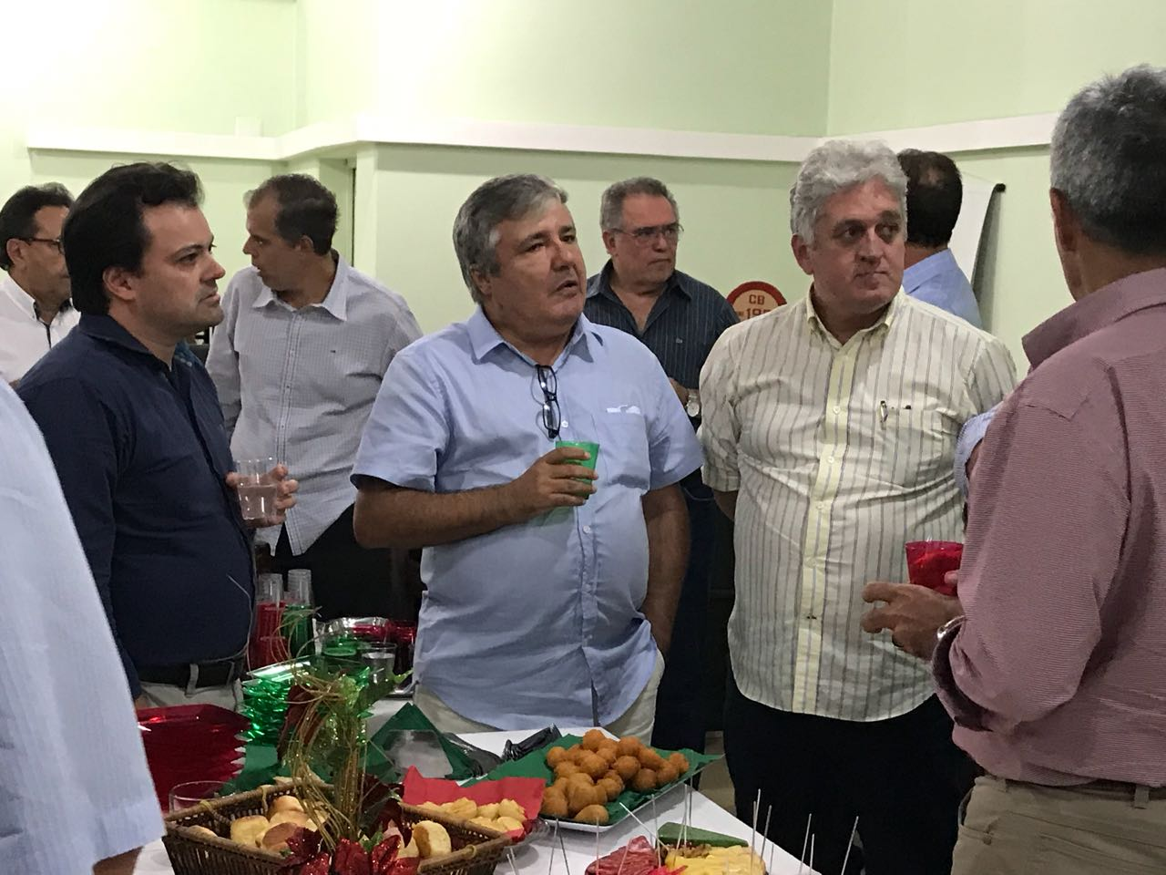 Na sede do SINDAÇÚCAR/PE, o Presidente Renato Cunha e o Superintendente Marcelo Guerra, recebem associados e convidados para confraternização natalina, dia 18/dezembro/2017