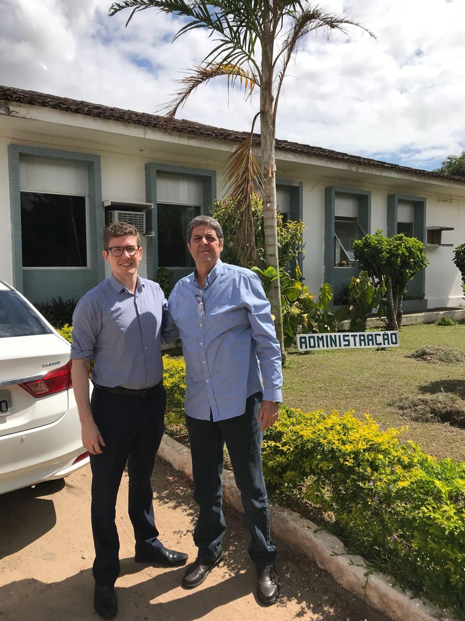 Na Estação de Cana-de-Açúcar do Carpina/PE, Renato Cunha, Presidente do SINDAÇÚCAR/PE e Professor em PHD e Gestor da UFRPE, Djalma Euzébio Simões, recebem em visita o Cônsul do Reino Unido, Graham Tidey, dia 27/dezembro/2017