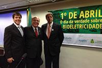 Na Comissão de Energia da Câmara, André Rocha do SIFAEG, Deputado Arnaldo Jardim de São Paulo e Renato Cunha do SINDAÇÚCAR-PE.