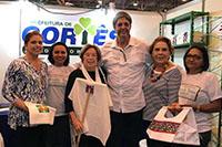 Na FENEARTE realizada no Centro de Convenções/PE, Renato Cunha, Presidente SINDAÇÚCAR/PE, visita espaço do Clube das Mães da Prefeitura de Cortês, sob a presidência da Senhora Geralda Farias, dia 06/julho/2018