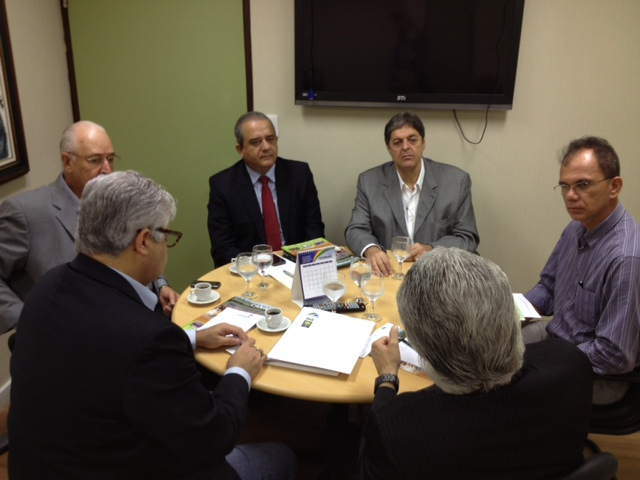 Reunião da Cadeia Produtiva da Cana com os Secretários de Governo, Drs. Milton Coelho e Aluizio Lessa no Palácio.