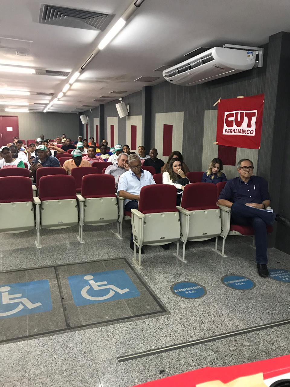 Participando da continuação das negociações da Convenção Trabalhista Rural 2018 com a FETAPE, no Auditório da FUNDACENTRO em Recife/PE,<br/> Renato Cunha, Presidente do SINDAÇÚCAR/PE entre outros, dia 31/outubro/2018