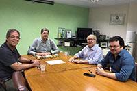 Na sede do SINDAÇÚCAR/PE, o Presidente Renato Cunha e o Superintente Marcelo Guerra, recebem Carlos Vilar, Presidente do Porto do Recife, para tratar de temas relacionados<br> a dragagem do Porto do Recife, dia 15/outubro/2019
